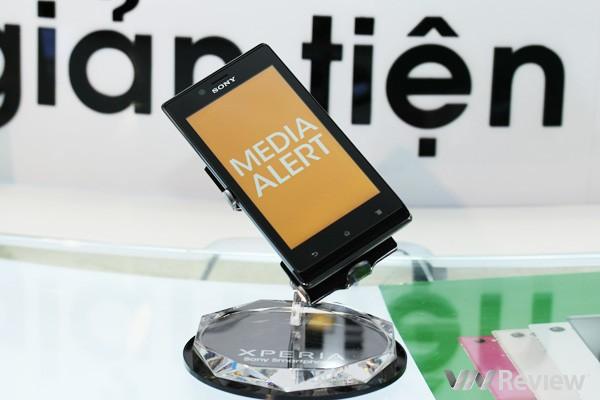 Cận cảnh điện thoại Sony Xperia J tại Việt Nam