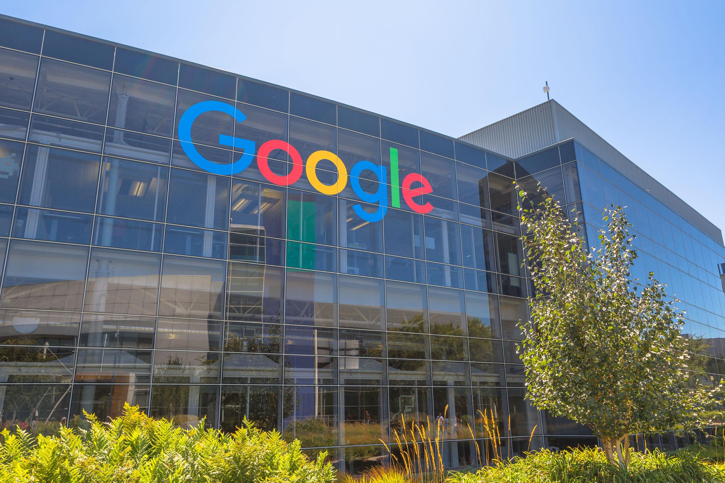 Google hợp tác với hai gã khổng lồ để quay lại Trung Quốc