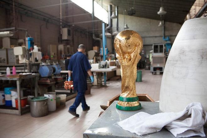 Một hình ảnh khác của chiếc cup vàng World Cup danh giá