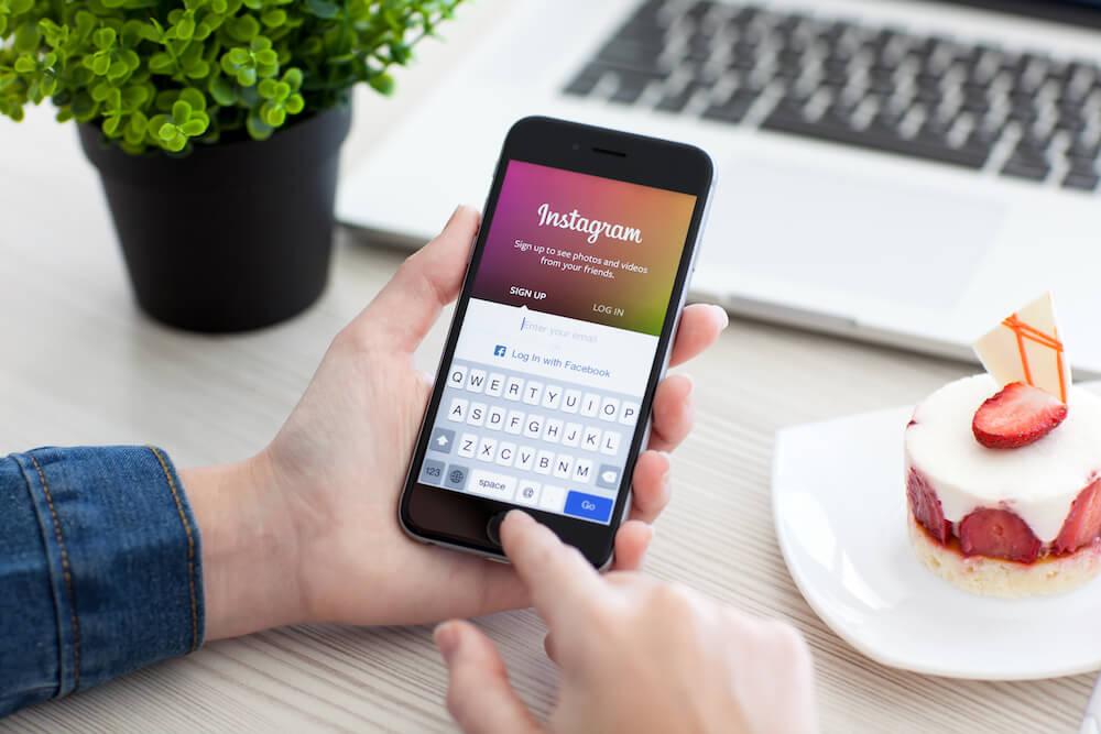 Instagram sẽ hiển thị trang thái online người dùng giống như Messenger