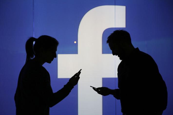 Quản trị viên Facebook được hướng dẫn không xóa các nội dung hay group tiêu cực