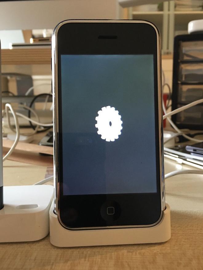 iPhone chạy thử nghiệm OS X được bán đấu giá