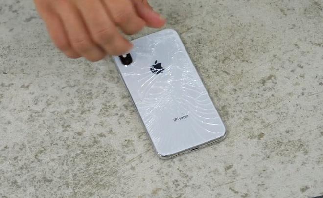Mặt sau iPhone X rạn nứt