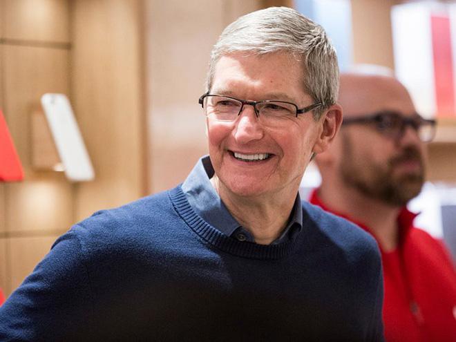 """Để có thể điều hành được một công ty công nghệ khổng lồ như Apple, CEO Tim Cook cũng có những bí quyết của riêng mình. Ông tự nhận mình là một người """"nghiện làm việc"""" và có thể duyệt hơn 8.000 email mỗi ngày."""