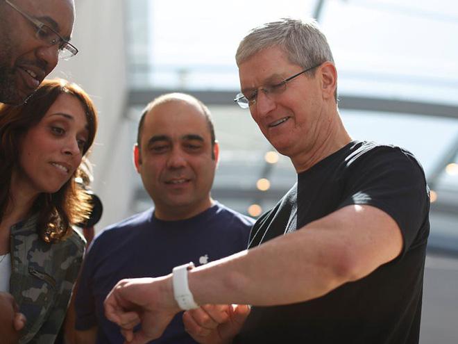 Sau đó, CEO Tim Cook đến phòng tập vào lúc 5 giờ sáng. Tuy nhiên, ông không thích khuôn viên mở của trụ sở chính Apple. Tim Cook thích chọn một phòng tập bên ngoài với nhiều sự riêng tư hơn