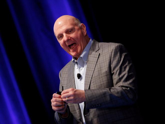 """Steve Ballmer - cựu CEO Microsoft: """"Chiếc iPhone ấy chẳng có cơ hội nào chiếm thị phần lớn trên thị trường. Chẳng có cơ hội nào hết""""."""