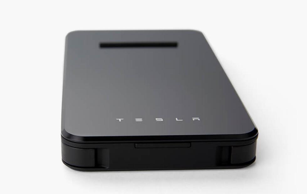 Tesla giới thiệu sạc dự phòng không dây: Đẹp, Chậm, Đắt, bị gỡ xuống sau vài tiếng mở bán