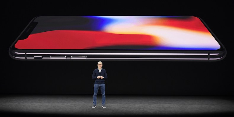 Tim Cook giới thiệu iPhone X