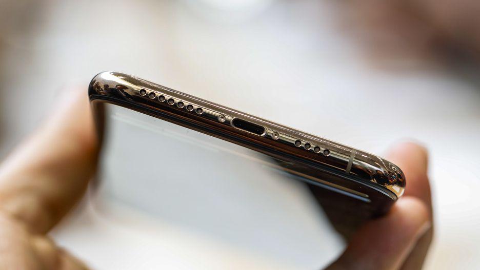 1 gia-ban-iPhoneXs-tai-TPHCM-Ha-Noi-bao-nhieu