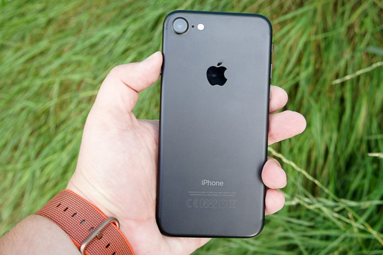 iPhone 7 Jet Black cập nhật thêm phiên bản 32GB