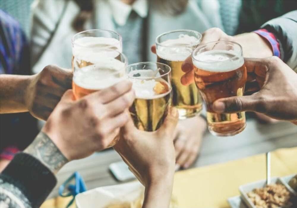 Học ngay những cách uống rượu không say